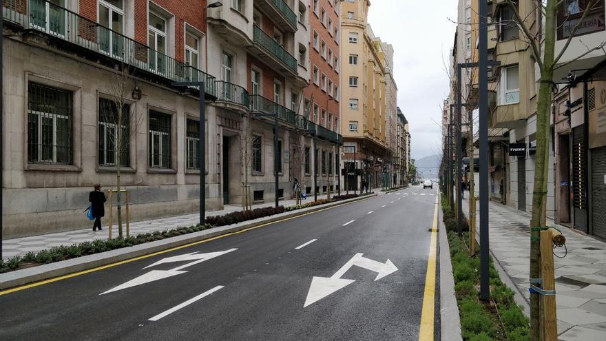 Otra de las calles más concurridas de Santander, prácticamente desierta.