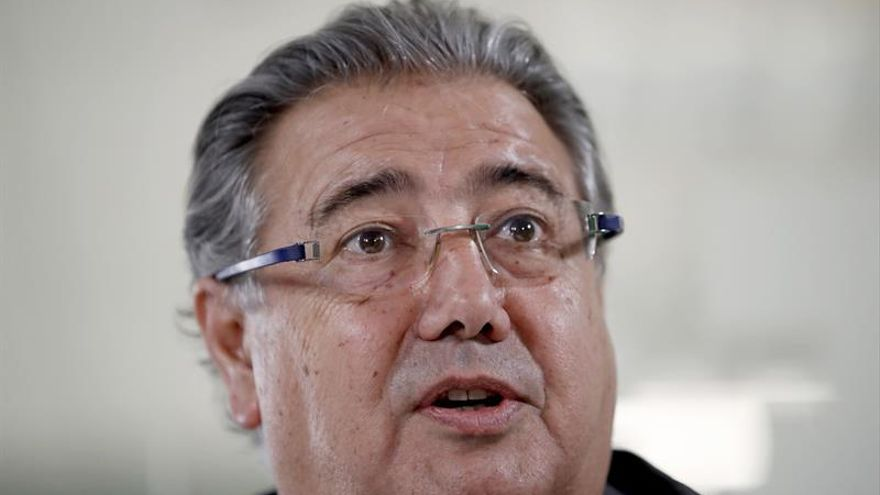 Zoido pide acatar la anulación del Constitucional de la partida para el referéndum catalán