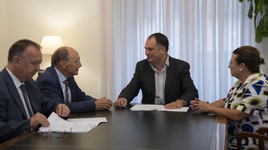 Jesús Ramos, a la izquierda de la imagen.