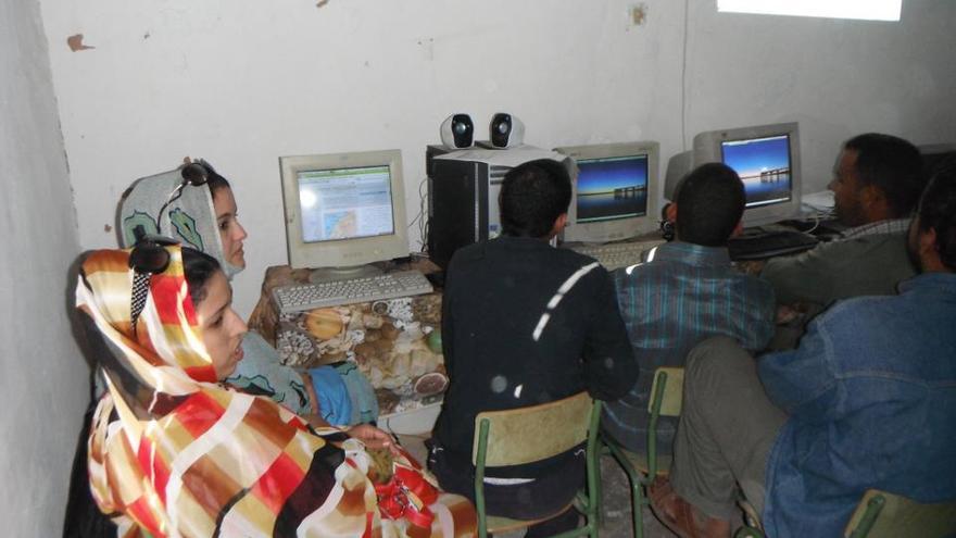 Los equipos entregados por Reciclanet son usados por los refugiados de los campamentos del Tinduff.