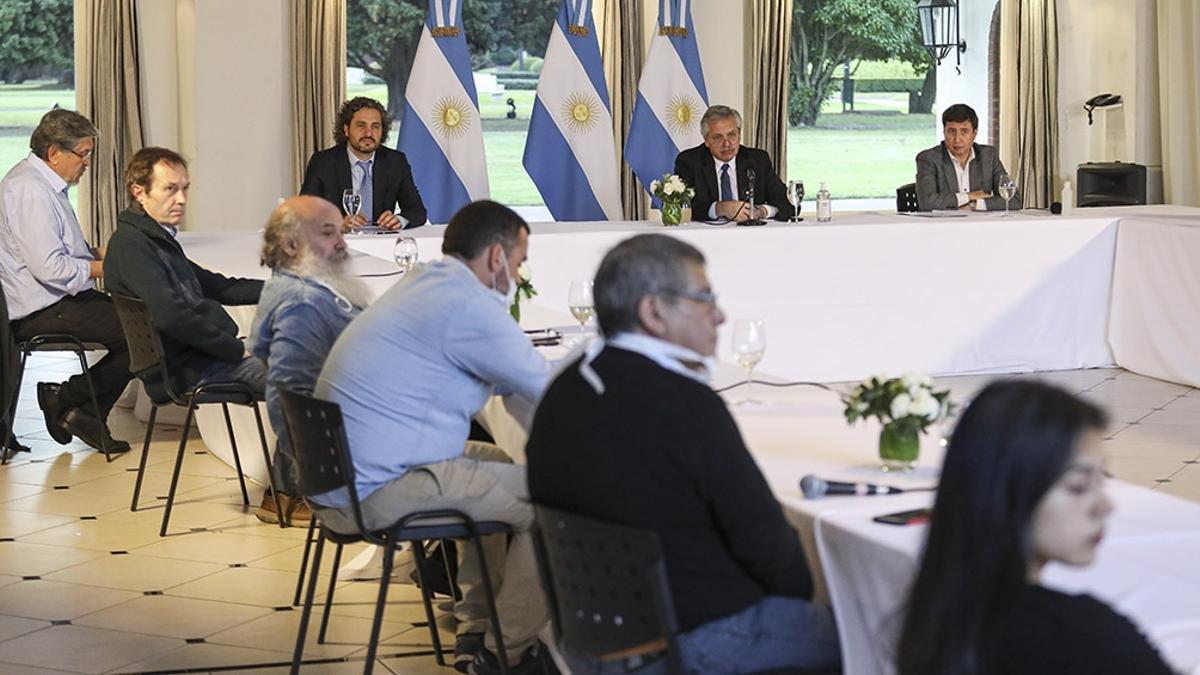 La dirigencia de los movimientos sociales, en una reunión en Olivos con el Presidente.