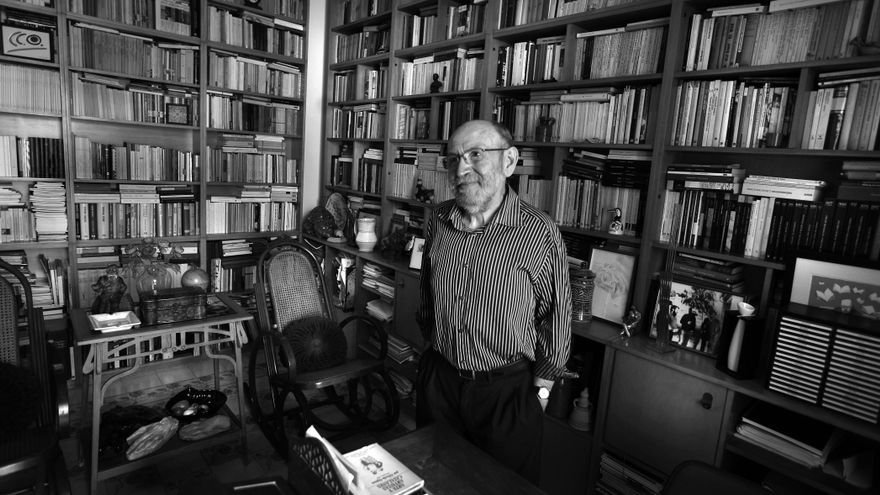 L'escriptor Marc Granell al seu estudi.