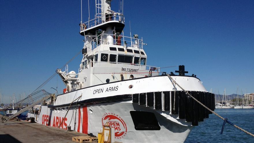 El Open Arms, el barco que trabaja en el auxilio a refugiados en el Mediterráneo amarrado en el puerto de Burriana