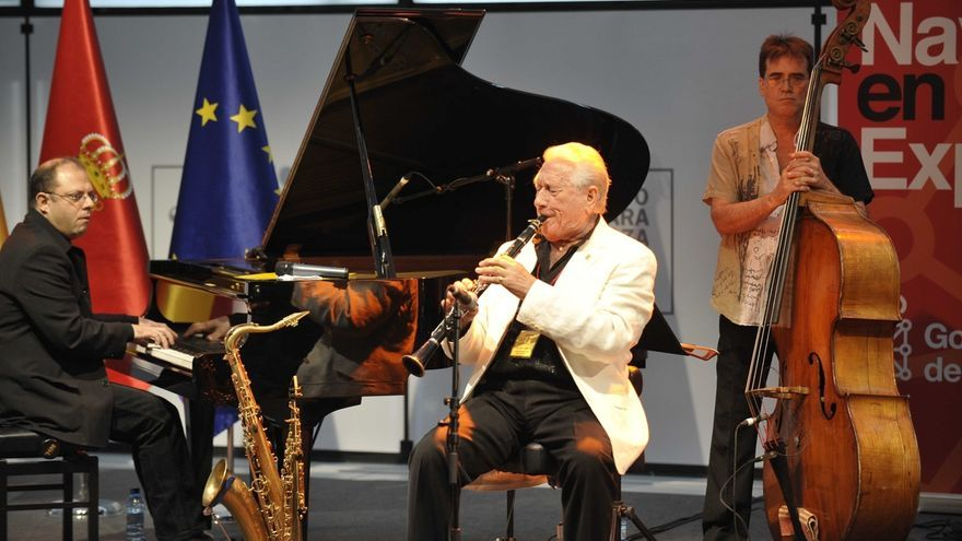 El Gobierno de Navarra concede el Premio 'Francisco de Javier' 2017 al saxofonista y compositor Pedro Iturralde
