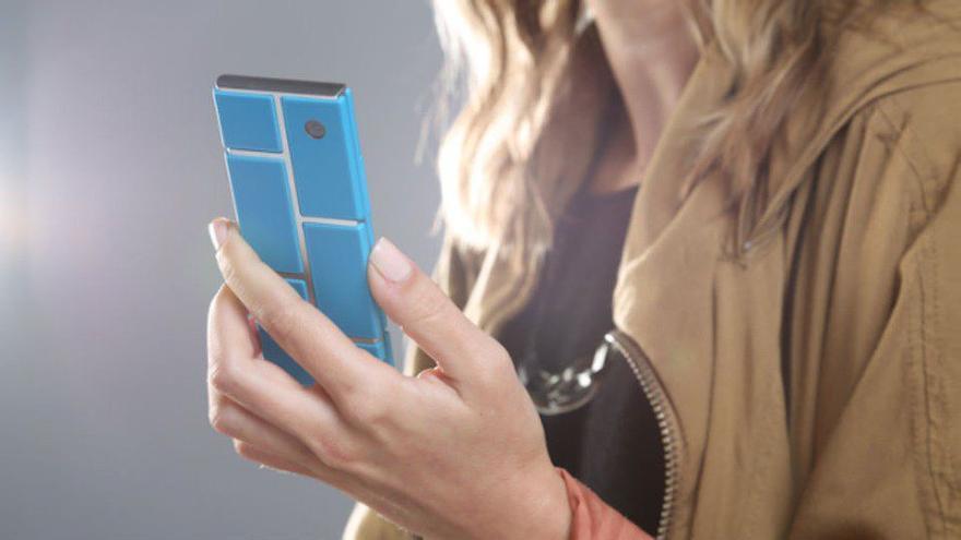 El Proyecto Ara es un proyecto de Google que tiene como objetivo el desarrollo de un teléfono modular que podamos armar mediante módulos intercambiables