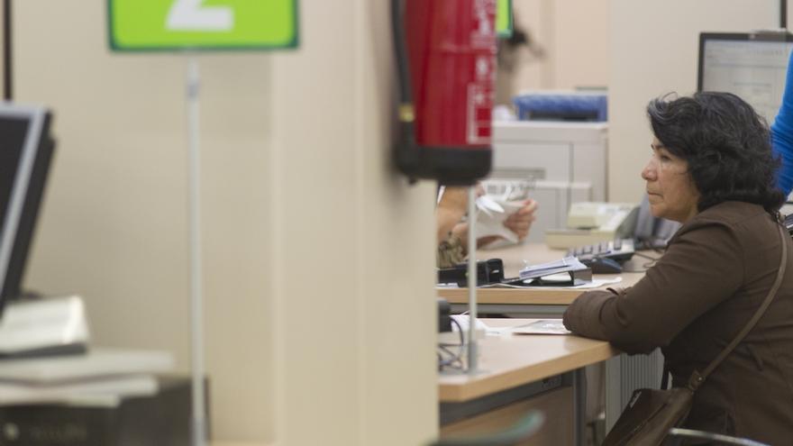 Los trabajadores temporales reciben un certificado provisional en lugar de la tarjeta sanitaria
