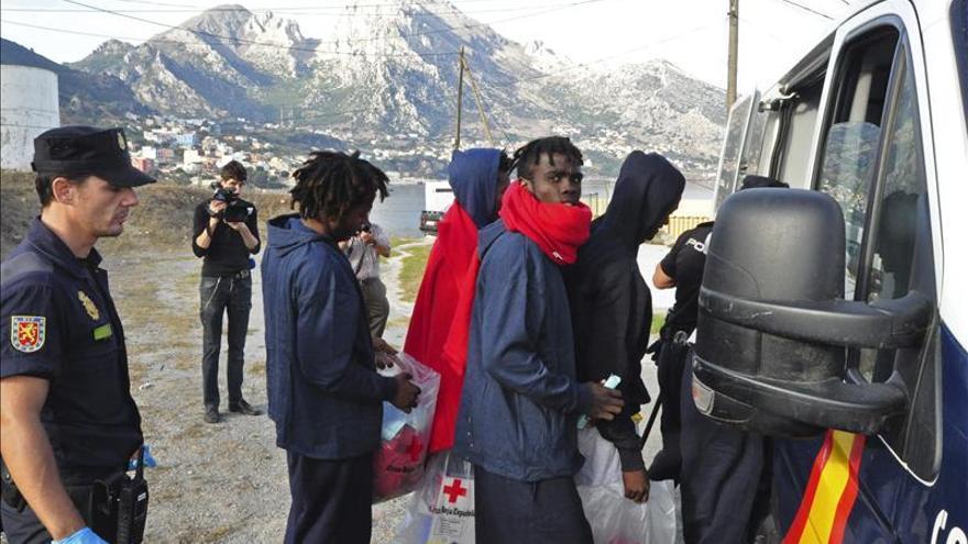 Aumentan los controles en el entorno de la frontera de Ceuta tras el asalto