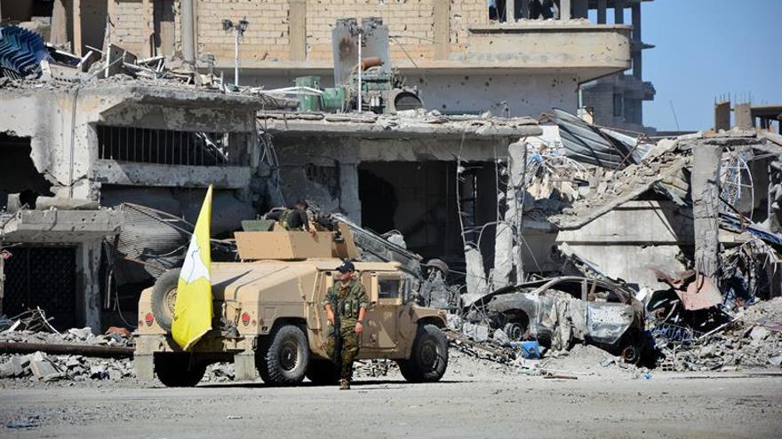 Mueren 28 civiles en bombardeos en una zona controlada por EI en el noreste de Siria
