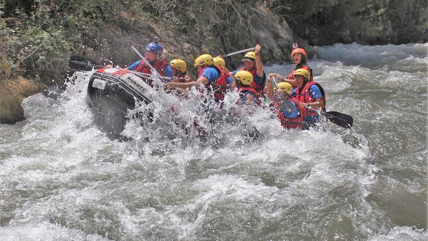 Descenso de uno de los rápidos del río Genil.
