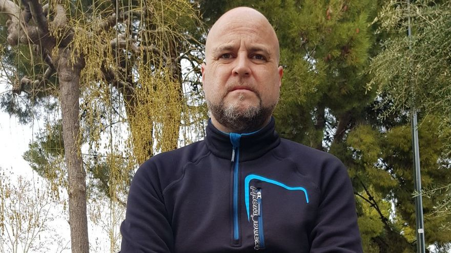 Guillermo Arias padece parálisis parcial y movilidad reducida desde la muñeca hasta el codo de su brazo izquierdo