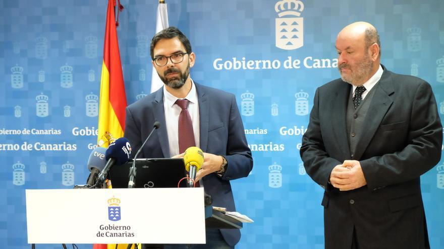 José Miguel González (izquierda), director general de Trabajo del Gobierno de Canarias