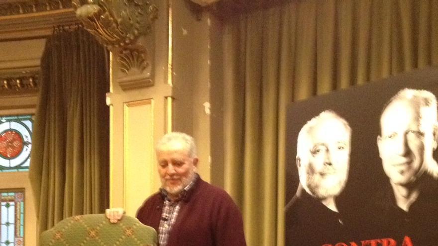 Julio Anguita, en la presentación de su último libro en la biblioteca Bidebarrieta de Bilbao.