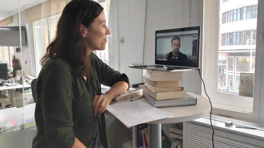 Edward Snowden, entrevistado por Marta Peirano