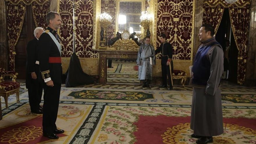Seis nuevos embajadores presentan sus credenciales ante el Rey