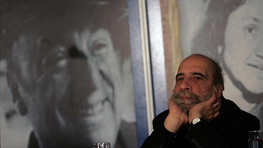 """El poeta Raúl Zurita cree que """"si la poesía desaparece, la humanidad perece"""""""