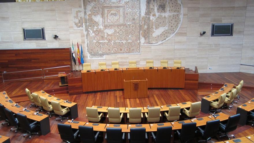 La Asamblea de Extremadura surgida de las elecciones deberá constituirse en el plazo de un mes