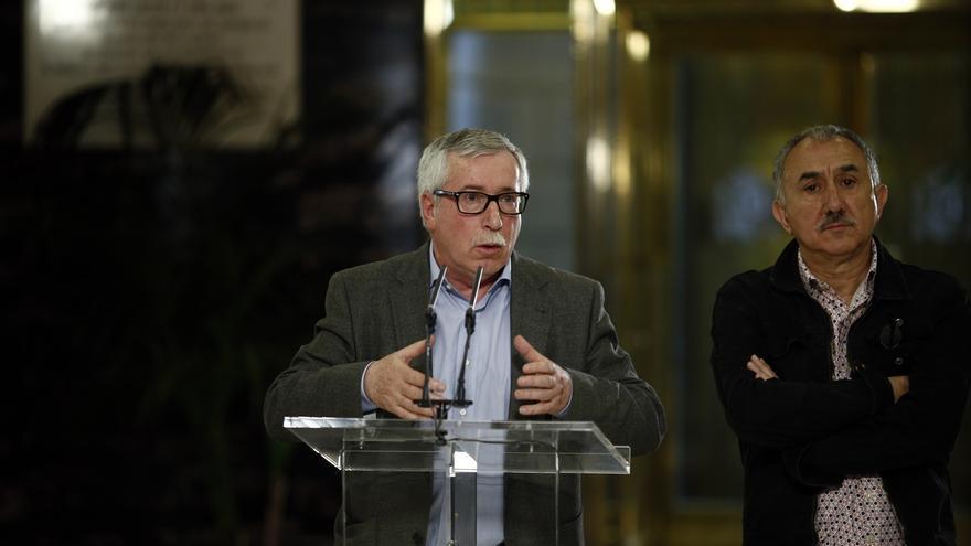 Toxo y Álvarez presentarán hoy más de 700.000 firmas en el Congreso para conseguir una renta mínima
