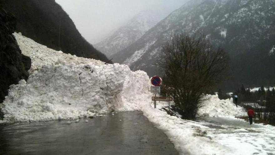 Catorce comunidades, en alerta por viento, olas de hasta 8 metros y nevadas