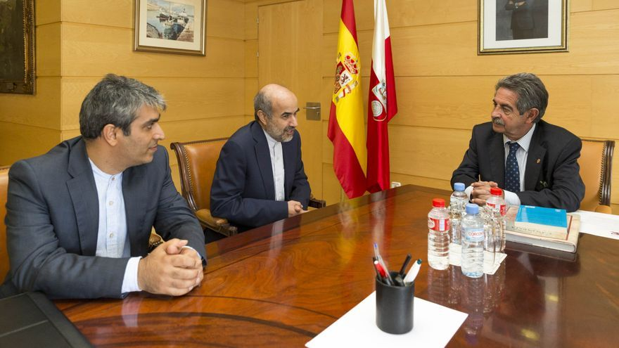 El presidente de Cantabria ha recibido al embajador de Irán en España. | Miguel López