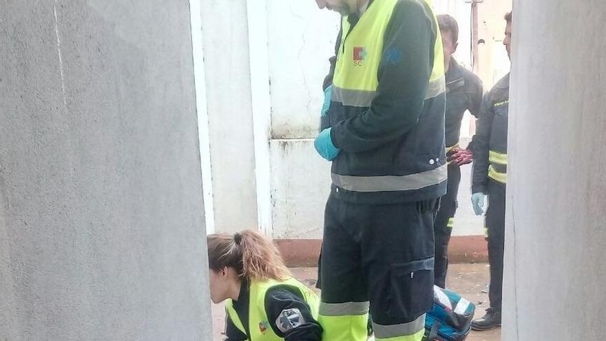 Rescatada una persona que cayó a un patio interior en un piso de Santander