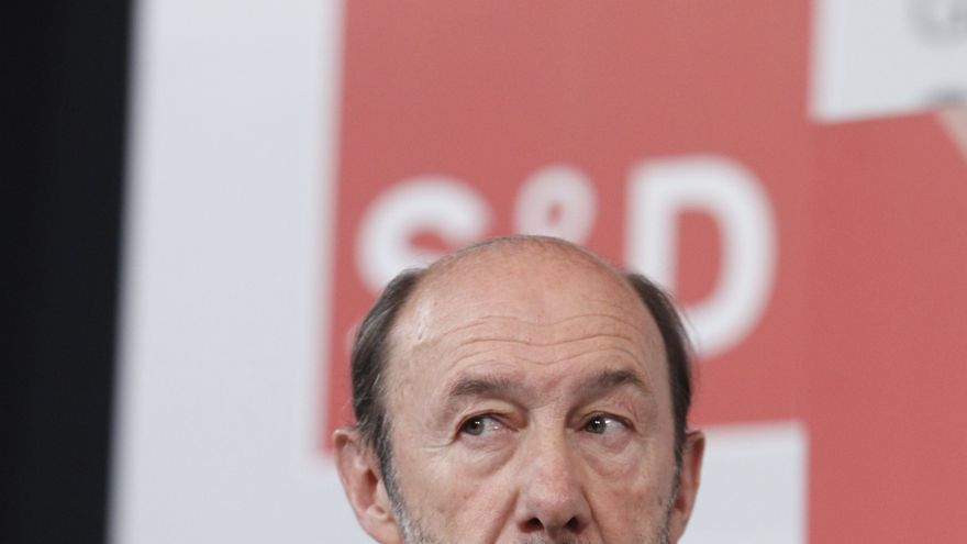 Rubalcaba respalda a Navarro porque en la cumbre catalana rechazó la independencia y reclamó un diálogo sobre el empleo