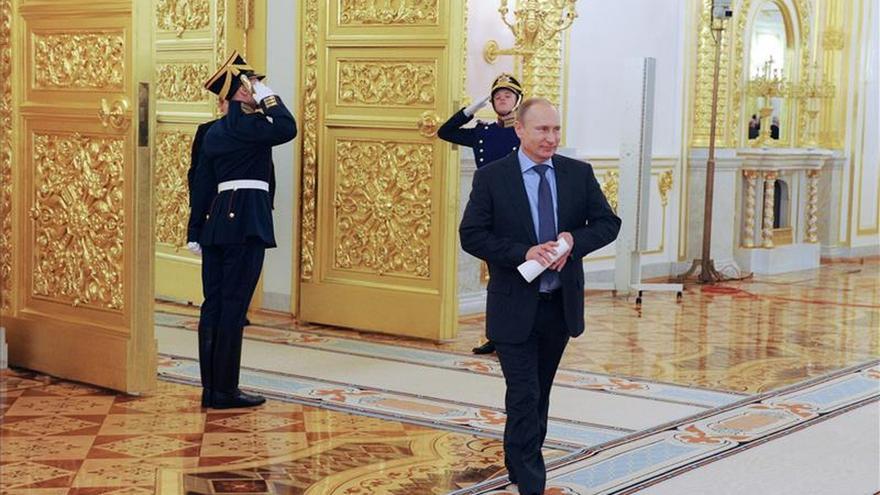 """Putin sostiene que Occidente encarga a sus medios crear """"realidad paralela"""" sobre Ucrania"""
