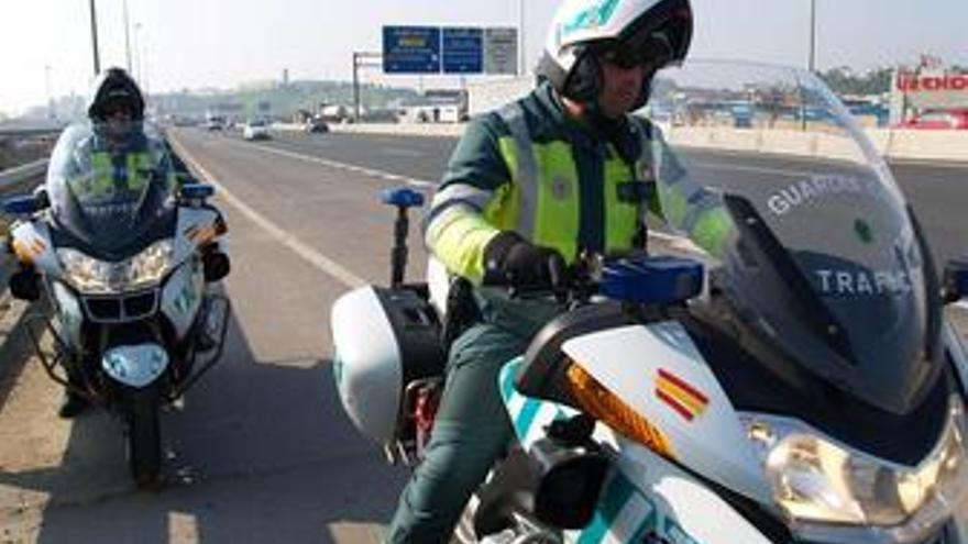 Imagen de unos guardias civiles de Tráfico