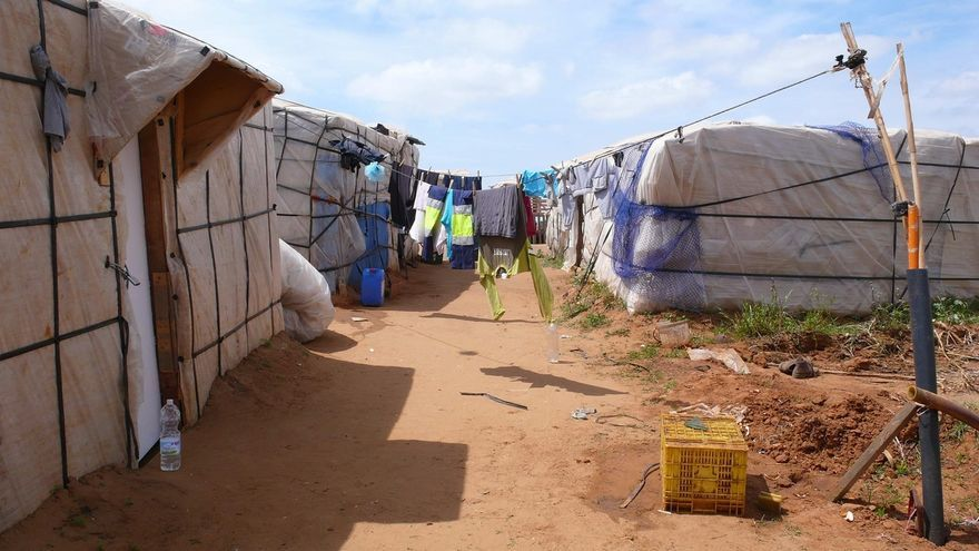 Asentamiento de chabolas en el campo almeriense.