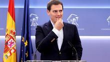 """Rivera advierte a Rajoy de que se quedará """"a la deriva"""" y sin apoyo parlamentario si piensa más en él que en España"""