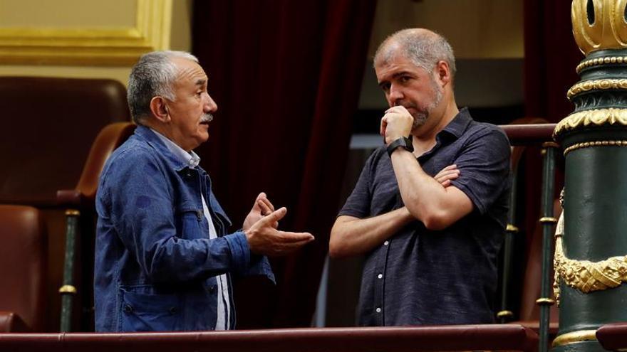 Los secretarios generales de UGT y CCOO Pepe Álvarez y Unai Sordo (d),  en una imagen de archivo.