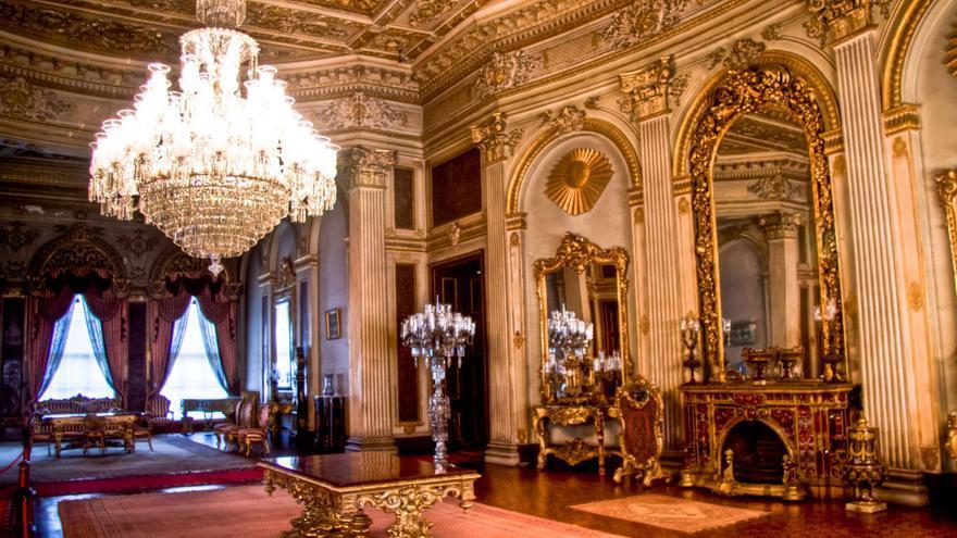 Interior del fastuoso Palacio de Domalbace, última residencia de los sultanes otomanos. VIAJAR AHORA