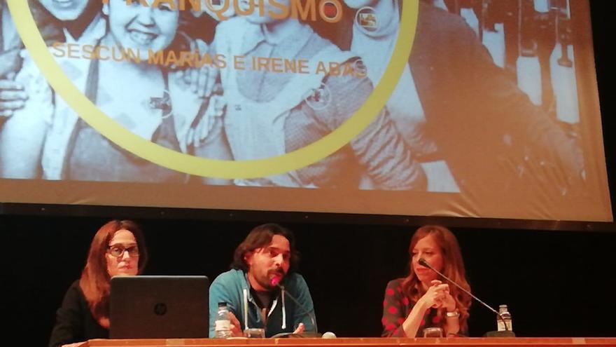 Irene Abad (izda.) y Sescún Marías (dcha.), durante su charla en Huesca.