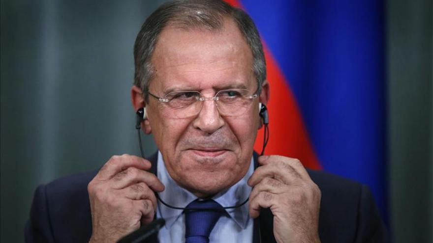 """Lavrov dice que las sanciones de Occidente buscan """"cambiar el régimen"""" en Rusia"""