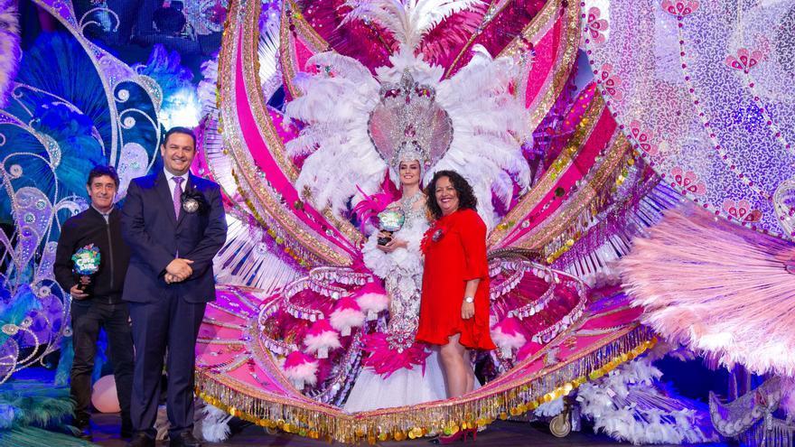Lucía Belén Espinosa Santa Cruz, segunda dama de honor con la fantasía 'Al ritmo de la jungla', diseñada por Leo Martínez