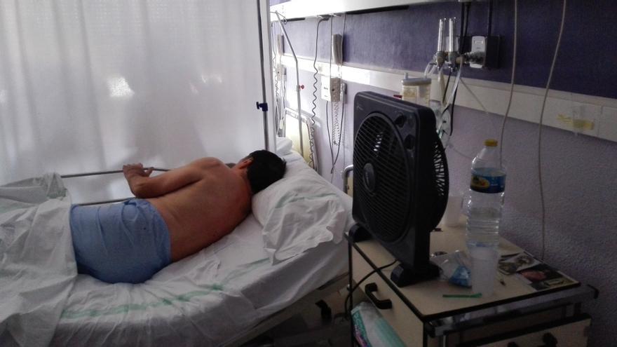 Paciente con ventilador en el Hospital de Albacete