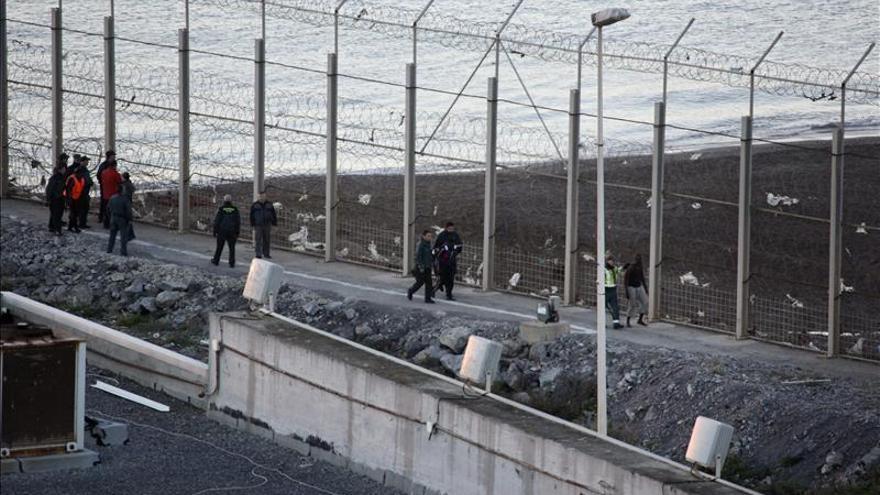 Vista del lugar donde fallecieron trece personas en la frontera de Ceuta
