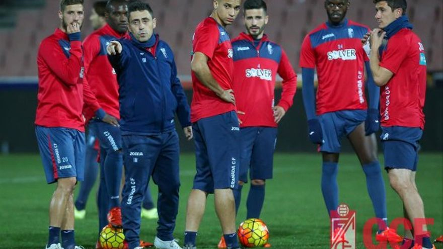 Jugadores del Granada durante un entrenamiento.