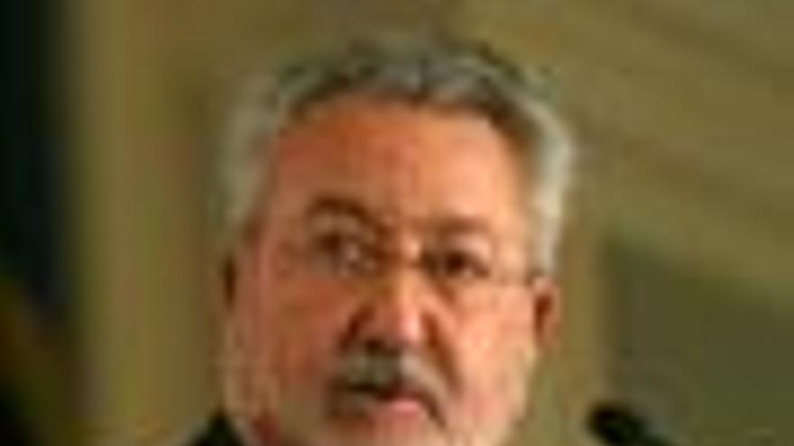 El ex ministro de Sanidad Bernat Soria renuncia a su escaño en el Congreso