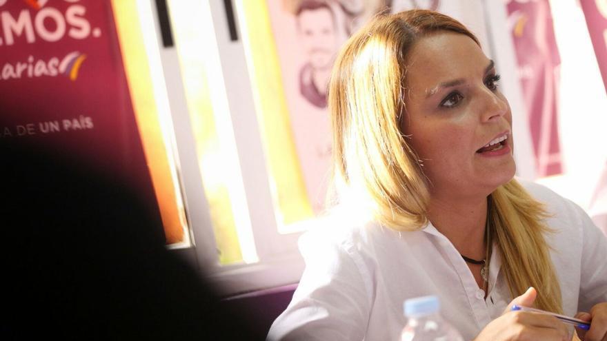 Noemí Santana en la sede de Podemos en Santa Cruz de Tenerife, durante su primer Consejo Ciudadano Autonómico.