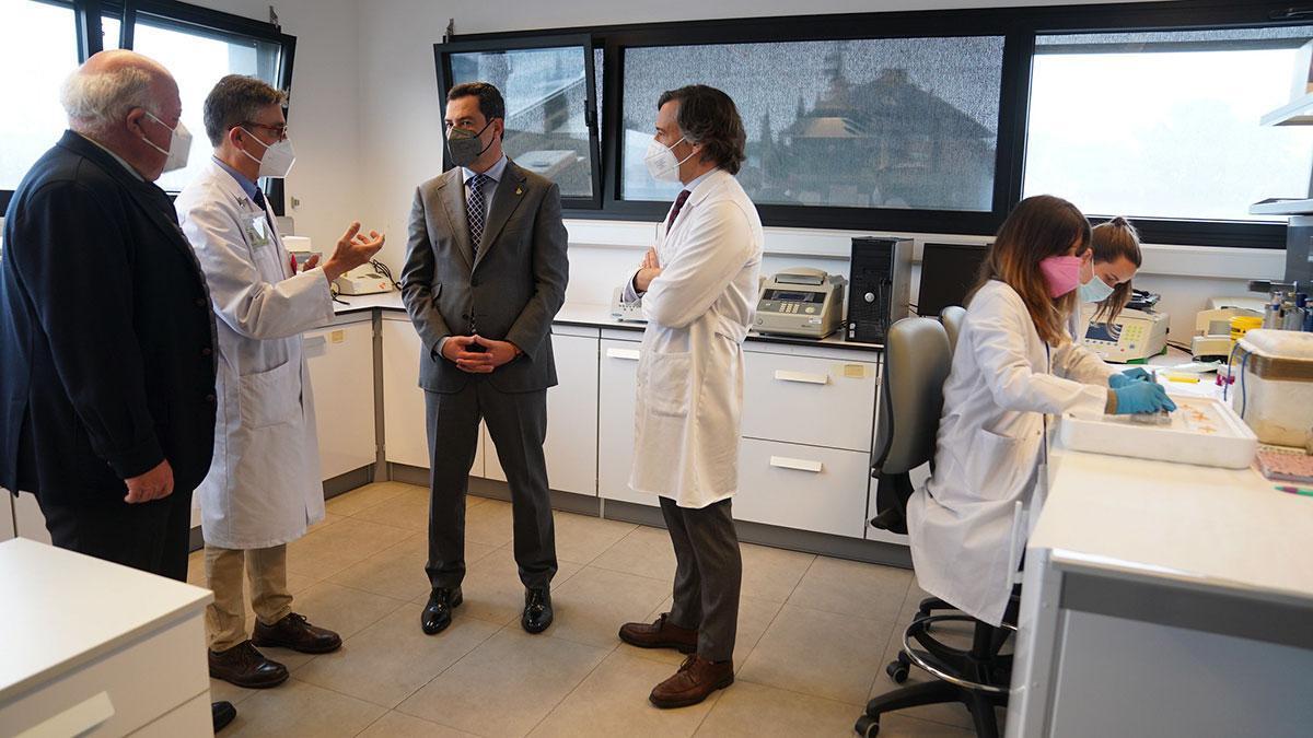 Visita del presidente de la Junta de Andalucía al Hospital Universitarios Reina Sofía