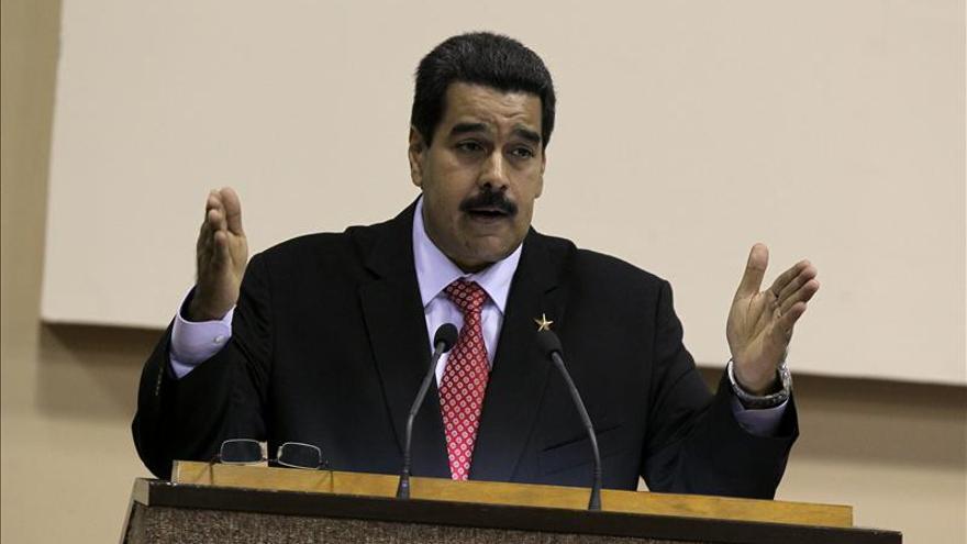 Oposición venezolana pide medidas contra decreto de lealtad a Chávez