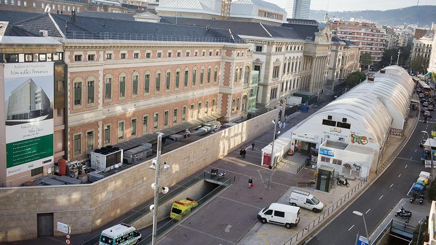 Barcelona 7 Noviembre de 2012. Vista del Hospital Clínic de Barcelona en un momento en que se empieza a hablar de su posible privatización / Foto: Edu Bayer