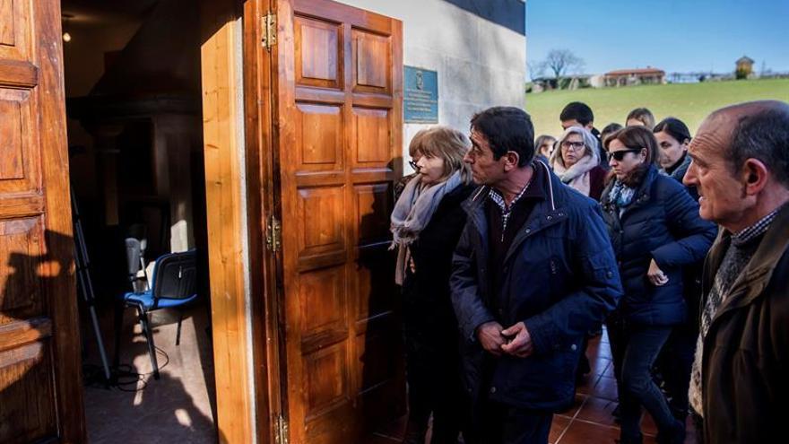 Vecinos y amigos recuerdan a Ana Enjamio en el aniversario de su asesinato