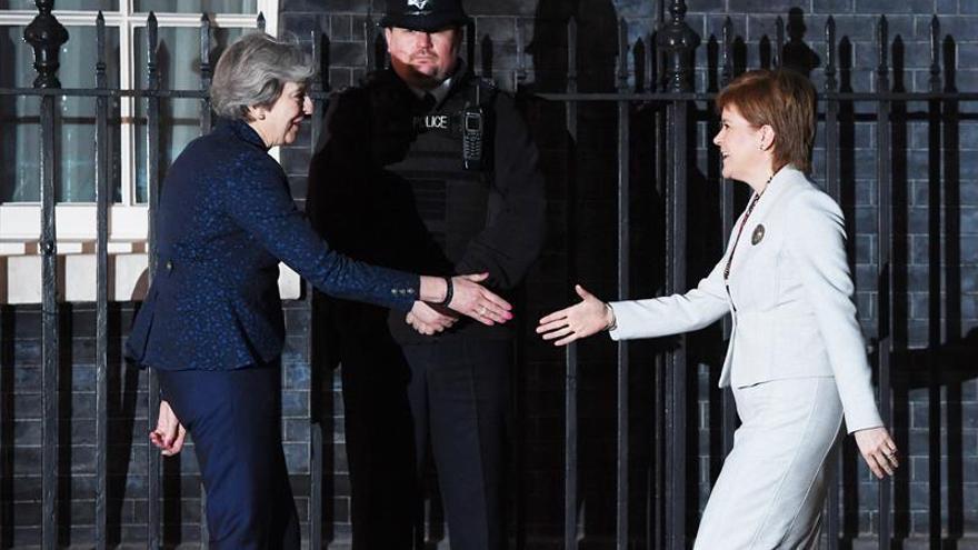 """Sturgeon dice a May que la ley del """"brexit"""" no es """"aceptable"""" para Escocia"""