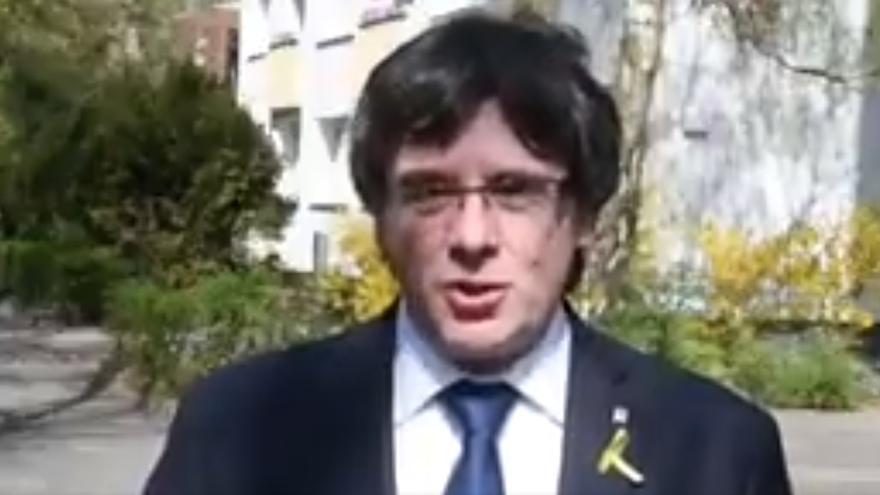 Puigdemont elige un poema de Fages de Climent para sumarse del acto del Parlament con motivo de la Diada de Sant Jordi