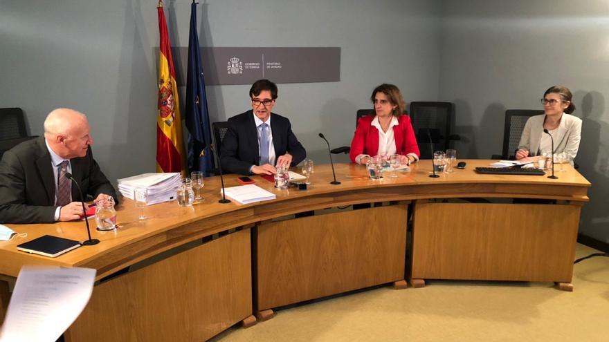 El Gobierno plantea a Madrid y Barcelona la posibilidad de algún alivio de las restricciones pero sin pasar a fase 1