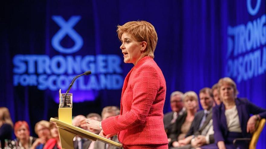 "Sturgeon acusa a May de buscar un ""brexit"" duro con comicios anticipados"