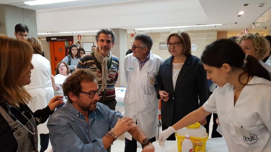 En el centro, la consejera de Sanidad del Gobierno de Aragón, Pilar Ventura