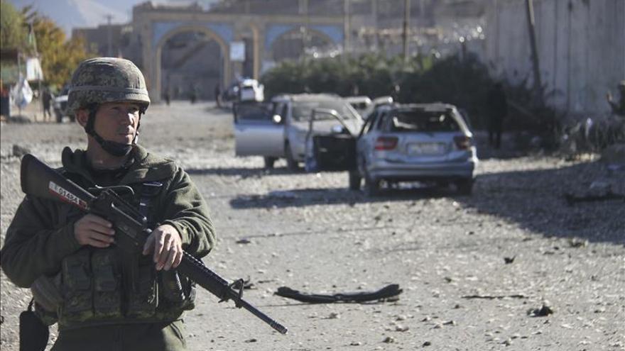 Un niño entrenado por los talibanes para inmolarse se entrega a la Policía