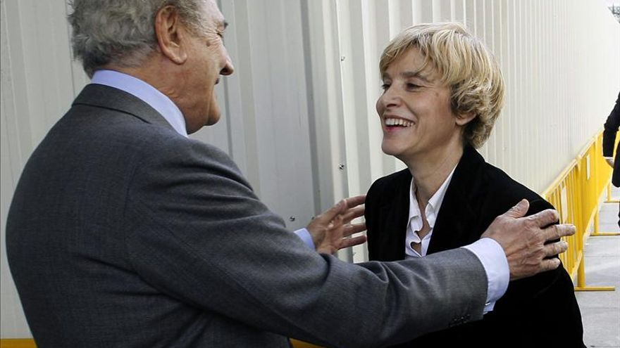El Congreso recibe con aplausos a la presidenta del parlamento portugués